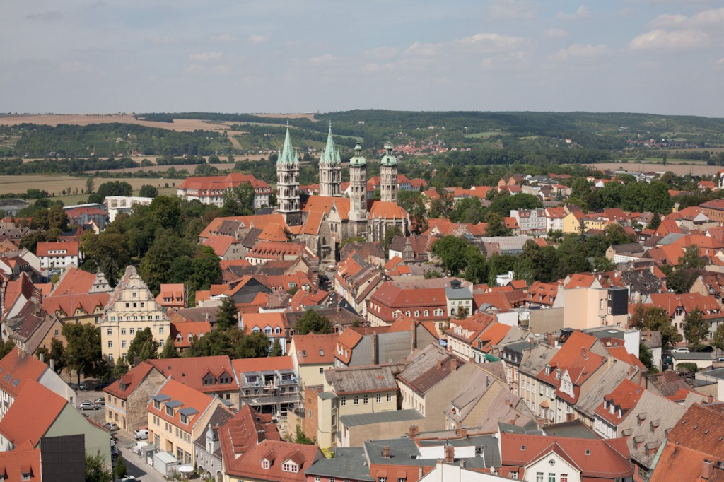 Blick über Naumburg - in der Ferne ist der Dom mit seinen vier Türmen zu sehen