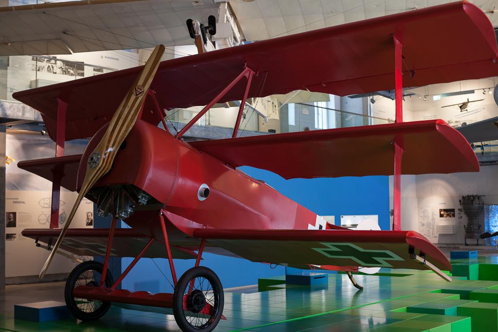Foto: Das Modell des roten Dreideckers Fokker Dr. I den Manfred von Richthofen flog.